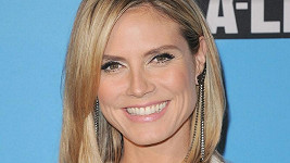 Heidi Klum na party organizace UNICEF v Los Angeles.