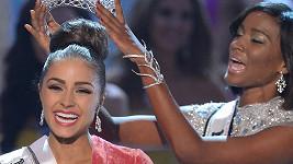 Olivii Culpo korunovala loňská vítězka Leila Lopes z Angoly.