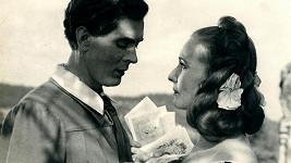 Vlasta Fabiánová a Jaromír Spal ve filmu Housle a sen (1947)