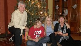 Vánoce Gábiny Gunčíkové s bratrem a prarodiči.