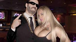 Coco Austin uložila dcerku a vyrazila na večírek.