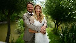 Sandra Parmová se provdala za otce své dcery Pavla Pospíšila.