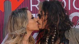 Steven Tyler a Aimee Preston jsou jako dvě hrdličky.