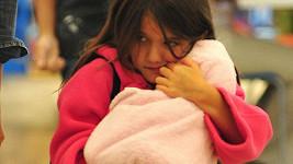 Suri Cruise a její milovaná panenka.