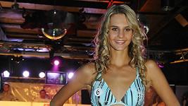 Aneta Nekolová v plavkách.