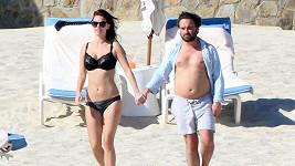 Johnny Galecki a jeho přítelkyně Kelli Garner v Mexiku.