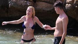 To bylo tak vášnivé pokoupáníčko, až si z toho Lauren zapomněla sundat cedulku u nových plavek.
