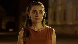 Sarah Haváčová jako učitelka Hlavatá v seriálu Ochránce
