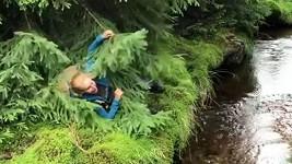 Vendula Pizingerová na jedné z výprav do přírody