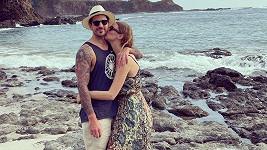 Pan a paní Sasonovi. Tak komentovala topmodelka společný snímek s manželem.