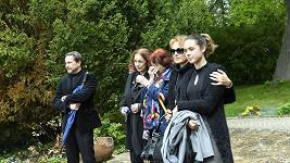 Rodina uctila památku herce Luďka Munzara na zbraslavském hřbitově.