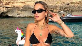 Rita Ora a její nedostačující vršek bikin
