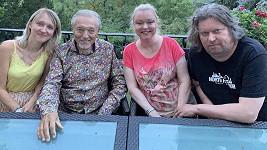 Karel Gott s dcerami Lucií (vlevo), Dominikou a jejím manželem Timem