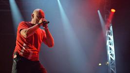 Daniel Landa zpívá zesnulému Petru Hapkovi.