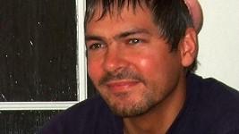 Jan Kocián s pánskou ochranou na hlavě.