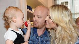 Simona s manželem a syny letošní Vánoce v novém neoslaví.