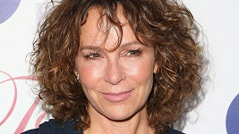 Jennifer Grey je 57 let.