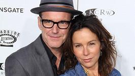Clark Gregg a Jennifer Grey se rozvádějí.