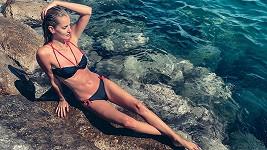 Své tělo vystavila slunci na Jadranu.