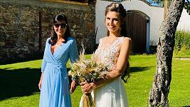 Eliška Jandová byla překrásná nevěsta. Na snímku s maminkou Martinou Jandovou