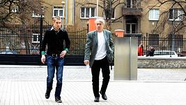 Josef Rychtář přišel k soudu se synem.