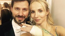 Janu Plodkovou dnes večer bude zdobit sádra...