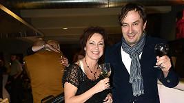 Ilona Svobodová přišla s mladším doprovodem a úsměv jí nemizel z tváře.