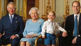 Královna Alžběta II. se synem Charlesem, vnukem Williamem a pravnukem Georgem