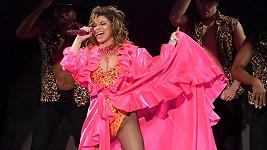 Shania Twain se na American Music Awards postarala o hudební i vizuální zážitek.