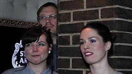Katka Matásková (vpravo) s manželem Davidem a kamarádkou.