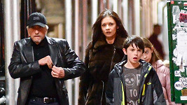 Michael Douglas s Catherine a jejich dětmi v poslední den roku 2013.