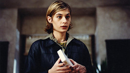 Labina Mitevska jako Vesna ve filmu Samotáři
