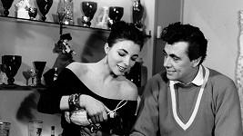 Joan Collins s Maxwellem Reedem.
