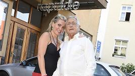 Oscarový režisér s manželkou.