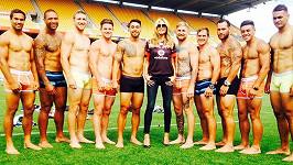 Heidi Klum a novozélandští ragbisté v prádle z její kolekce.