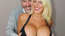 Než se s partnerem Carlem vezmou, chce Sharon prsa dvojnásobná.