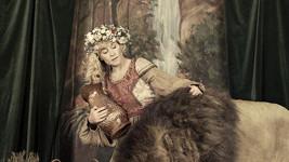 Dana Batulková jako Síla.
