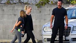 Herečka Jennie Garth (45) má za sebou rozchod s už třetím manželem. Tak na sobě začala dřít pod dohledem trenéra.