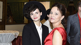 Alena Mihulová s dcerou Karolínou.