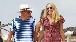 Jerry Hall a Rupert Murdoch na dovolené.