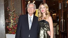 Vojtová pomáhá v kariéře dědečkovi.