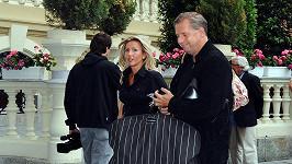 Petr Bendl s novou přítelkyní Petrou Filipovou.