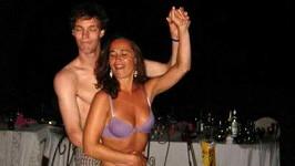 Mladší sestra Kate Middleton Pippa se nezdá, ale bujaré večírky jí zřejmě nejsou cizí.