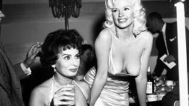 Americká sexbomba zvolila toho večera roku 1957 skutečně odvážné šaty...