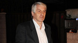 Rychtář se ve vztahu s Ivetou Bartošovou projevil jako zdatný kupčík.
