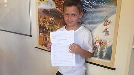 Kristian dostal na konci druhé třídy samé jedničky