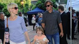 Michal Hrůza s manželkou Lindou a dcerou. Před dvěma měsíci se mu narodila druhá dcera.