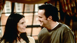 Courteney Cox a Matthew Perry jako Monica a Chandler