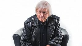 Václav Neckář přichází s ukolébavkou.