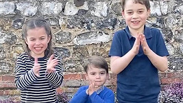 Lékařům děkovali i princové George a Louis a princezna Charlotte.
